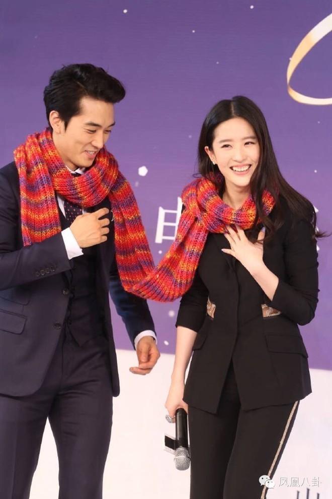 Trước khi chia tay, Lưu Diệc Phi và Song Seung Hun đã có phong cách thời trang đẹp và ăn ý thế này cơ mà - Ảnh 9.