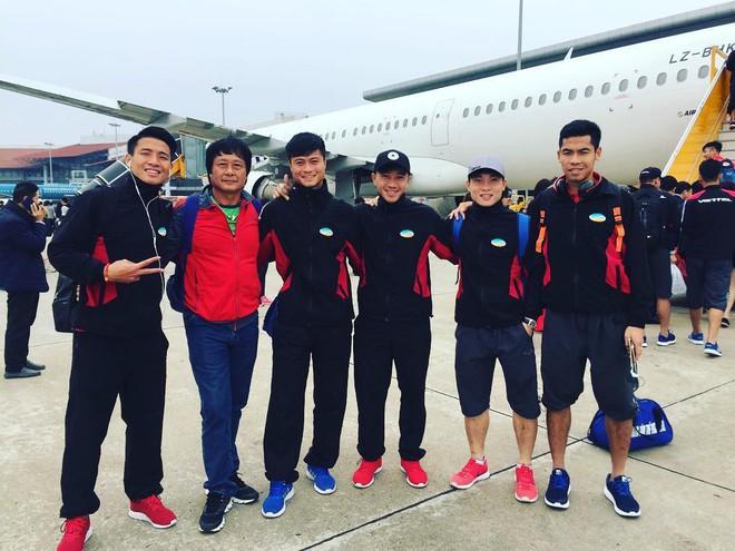 Không chỉ riêng áo nỉ, U23 Việt Nam mà đồng phục thứ gì, thứ đấy thể nào cũng là hot trend - Ảnh 4.