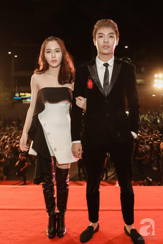 Diện đồ ton-sur-ton, vợ chồng Lý Hải - Minh Hà tay trong tay tình tứ trên thảm đỏ - Ảnh 5.