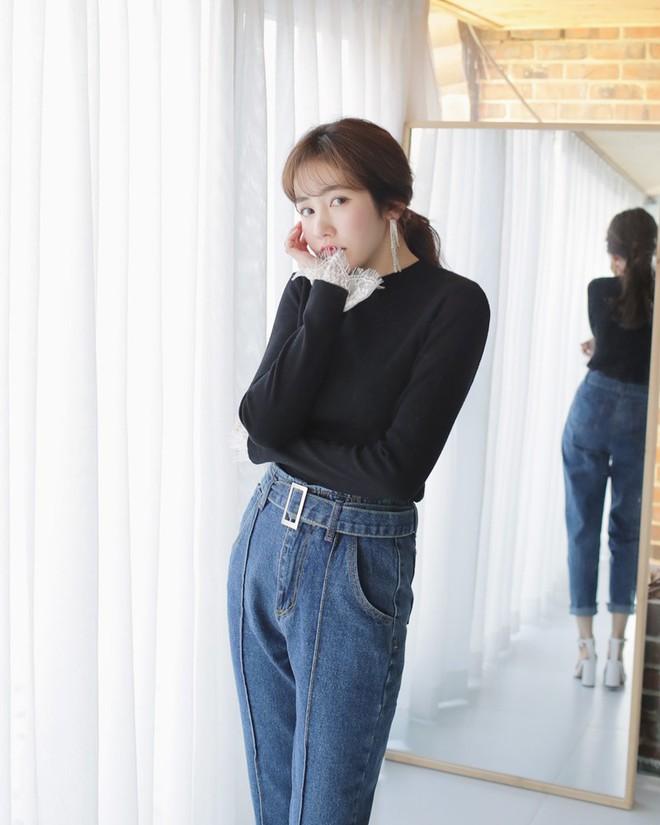 Học cách kết hợp áo len mới nhất này của các quý cô Hàn để diện Tết ngay còn kịp - Ảnh 10.