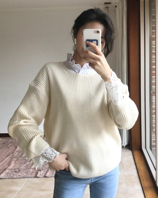 Học cách kết hợp áo len mới nhất này của các quý cô Hàn để diện Tết ngay còn kịp - Ảnh 3.