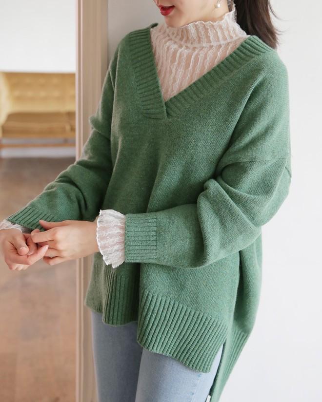 Học cách kết hợp áo len mới nhất này của các quý cô Hàn để diện Tết ngay còn kịp - Ảnh 12.