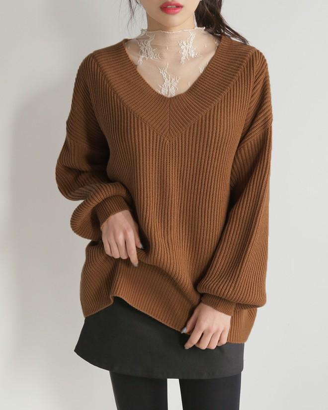 Học cách kết hợp áo len mới nhất này của các quý cô Hàn để diện Tết ngay còn kịp - Ảnh 1.