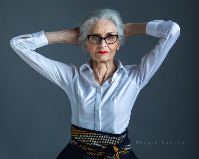Siêu mẫu lớn tuổi nhất thế giới Daphne Self: 89 tuổi vẫn tự tin trở thành gương mặt quảng bá cho hãng mỹ phẩm - Ảnh 7.