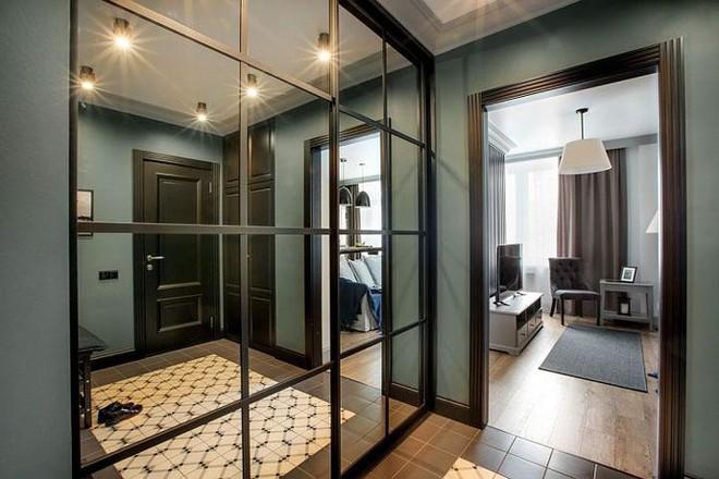 """Bên trong căn hộ cổ điển 48m2 có nội thất đầy vẻ """"nam tính"""" - Ảnh 3."""