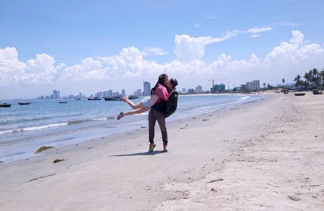 Cặp đôi Sài Gòn khoe kỷ niệm từ hồi trẻ trâu đến ngày cưới và bộ ảnh vừa bay vừa hôn độc nhất vô nhị - Ảnh 11.
