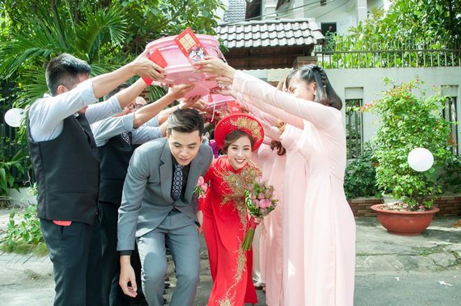 Cặp đôi Sài Gòn khoe kỷ niệm từ hồi trẻ trâu đến ngày cưới và bộ ảnh vừa bay vừa hôn độc nhất vô nhị - Ảnh 23.