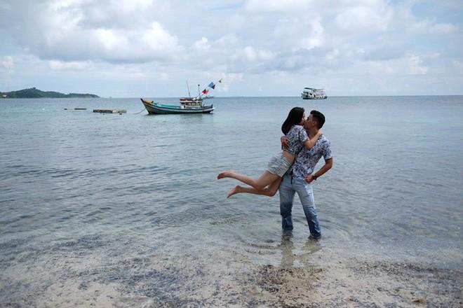 Cặp đôi Sài Gòn khoe kỷ niệm từ hồi trẻ trâu đến ngày cưới và bộ ảnh vừa bay vừa hôn độc nhất vô nhị - Ảnh 9.