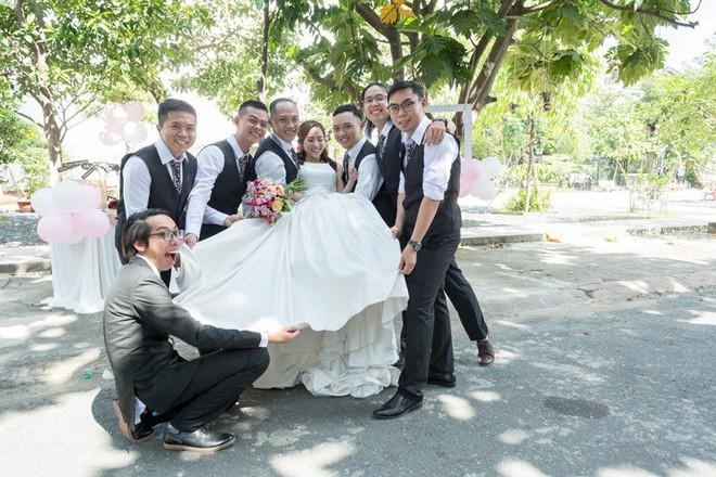 Cặp đôi Sài Gòn khoe kỷ niệm từ hồi trẻ trâu đến ngày cưới và bộ ảnh vừa bay vừa hôn độc nhất vô nhị - Ảnh 20.