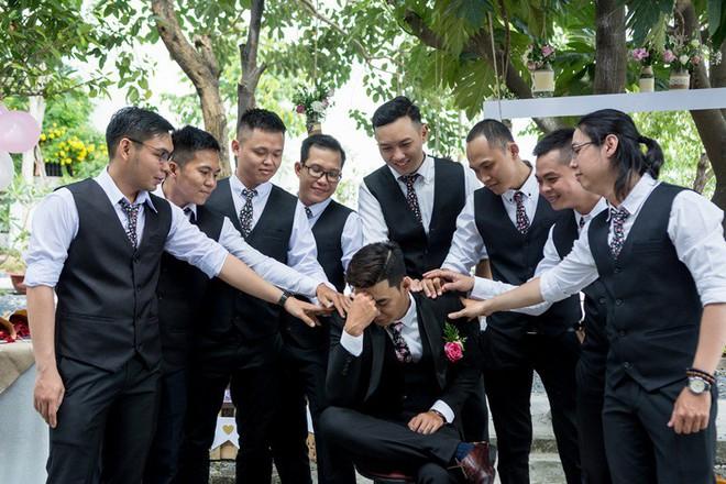 Cặp đôi Sài Gòn khoe kỷ niệm từ hồi trẻ trâu đến ngày cưới và bộ ảnh vừa bay vừa hôn độc nhất vô nhị - Ảnh 19.