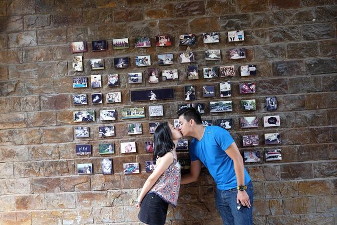 Cặp đôi Sài Gòn khoe kỷ niệm từ hồi trẻ trâu đến ngày cưới và bộ ảnh vừa bay vừa hôn độc nhất vô nhị - Ảnh 15.