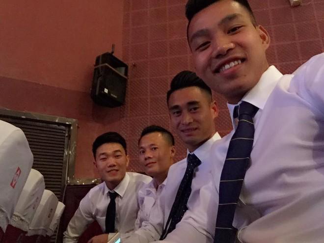 Ngoài quần đùi áo số, các chàng trai U23 cũng có những khoảnh khắc mặc đồng phục đúng chuẩn soái ca như thế này - Ảnh 8.