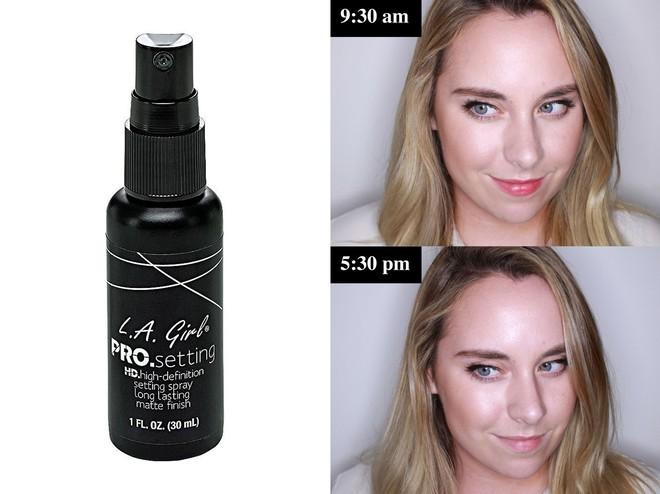 Muốn có lớp trang điểm bền đẹp cả ngày, cô nàng này đã thử 10 loại xịt cố định lớp makeup phổ biến và đây là kết quả - Ảnh 11.