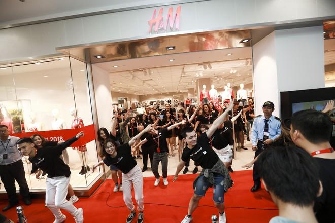 H&M Việt Nam tiếp tục khai trương thêm một cửa hàng thứ 3 tại Sài Gòn - Ảnh 1.