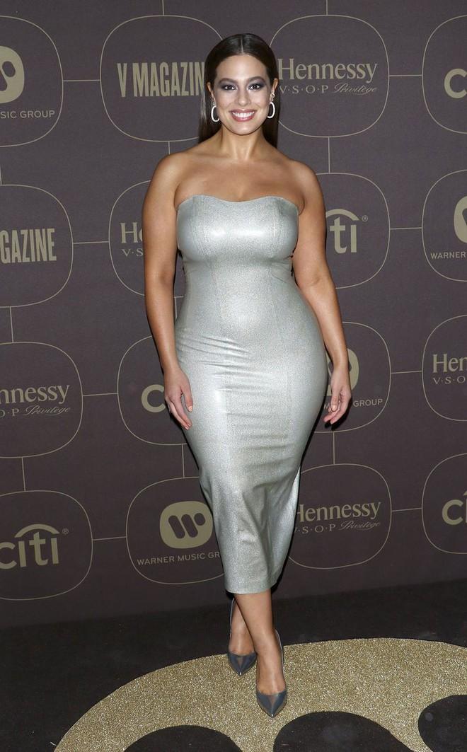 Diện váy cao su bó chịt khoe đường cong phì nhiêu, siêu mẫu ngoại cỡ được khen là cô robot sexy - Ảnh 3.