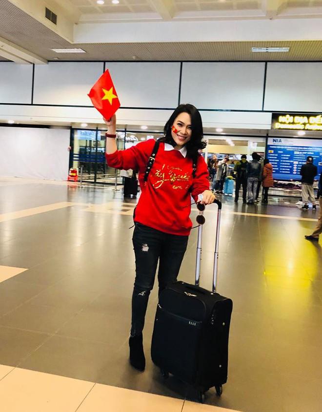Chưa bao giờ street style của các người đẹp Việt lại ngập tràn cờ đỏ sao vàng như tuần vừa rồi - Ảnh 10.