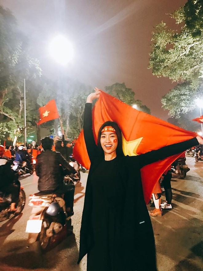 Chưa bao giờ street style của các người đẹp Việt lại ngập tràn cờ đỏ sao vàng như tuần vừa rồi - Ảnh 4.
