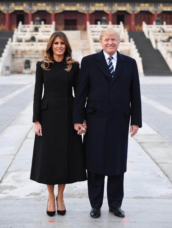 Đệ nhất phu nhân Melania Trump cũng chỉ thường xuyên diện đi diện lại đôi giày đơn giản này - Ảnh 1.