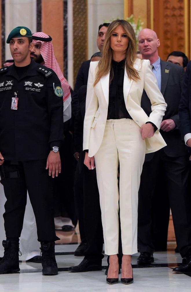 Đệ nhất phu nhân Melania Trump cũng chỉ thường xuyên diện đi diện lại đôi giày đơn giản này - Ảnh 2.