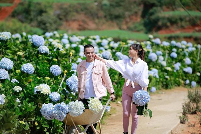 MC Hoàng Linh hạnh phúc như cô gái lần đầu biết yêu trong bộ ảnh cưới tại vườn cẩm tú cầu Đà Lạt - Ảnh 22.