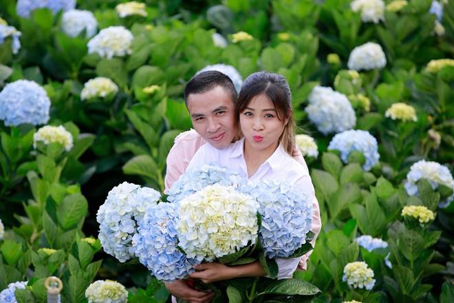 MC Hoàng Linh hạnh phúc như cô gái lần đầu biết yêu trong bộ ảnh cưới tại vườn cẩm tú cầu Đà Lạt - Ảnh 6.