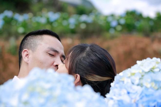 MC Hoàng Linh hạnh phúc như cô gái lần đầu biết yêu trong bộ ảnh cưới tại vườn cẩm tú cầu Đà Lạt - Ảnh 8.