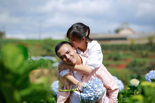 MC Hoàng Linh hạnh phúc như cô gái lần đầu biết yêu trong bộ ảnh cưới tại vườn cẩm tú cầu Đà Lạt - Ảnh 16.