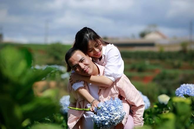 MC Hoàng Linh hạnh phúc như cô gái lần đầu biết yêu trong bộ ảnh cưới tại vườn cẩm tú cầu Đà Lạt - Ảnh 17.