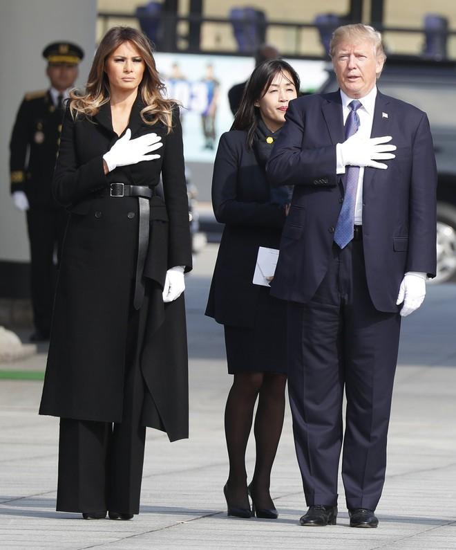 Đệ nhất phu nhân Melania Trump cũng chỉ thường xuyên diện đi diện lại đôi giày đơn giản này - Ảnh 11.