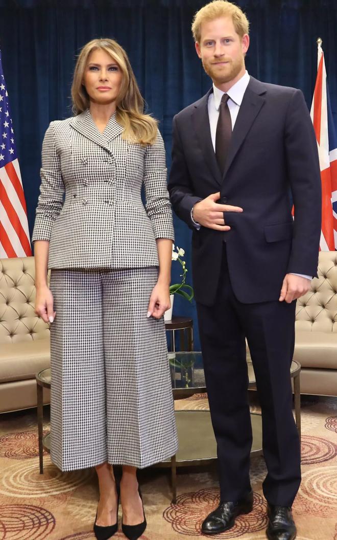 Đệ nhất phu nhân Melania Trump cũng chỉ thường xuyên diện đi diện lại đôi giày đơn giản này - Ảnh 4.