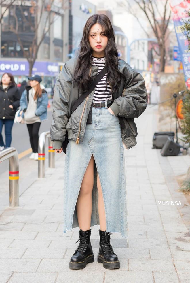Street style Hàn Quốc: Mặc vài ba chiếc áo khoác to sụ cùng lúc chẳng hâm chút nào mà lại chất hết nấc - Ảnh 8.