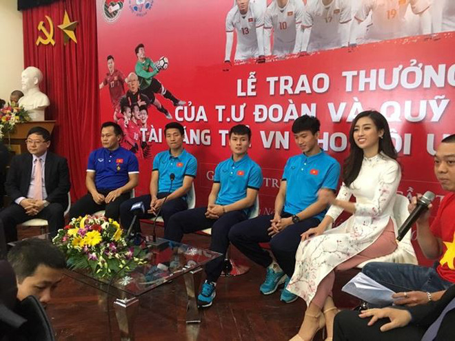 Hoa hậu Đỗ Mỹ Linh lần đầu lên tiếng sau khi âm thầm xuất hiện ở Thường Châu để cổ vũ cho U23 Việt Nam - Ảnh 2.