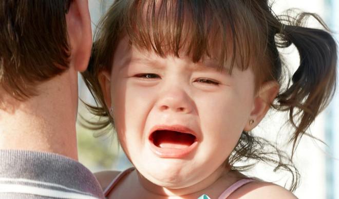 Trẻ hay mè nheo, khóc lóc, ăn vạ đôi khi là do cha mẹ đã mắc phải cách ứng xử sai lầm này - Ảnh 4.