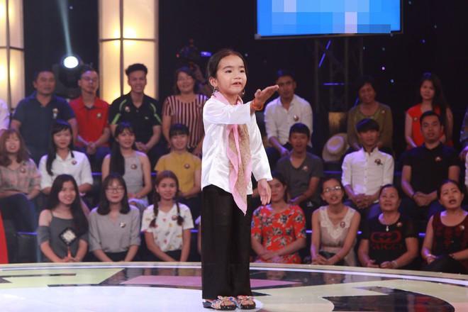 """""""Chết cười"""" với cô bé 6 tuổi xin làm """"bà ngoại"""" của Trấn Thành, Trường Giang - Ảnh 4."""