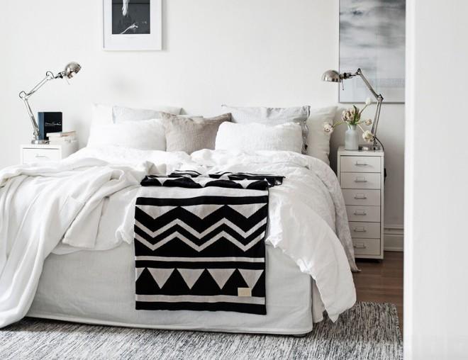 10 ý tưởng giúp phòng ngủ có diện tích nhỏ hẹp trở nên rộng đến bất ngờ - Ảnh 1.