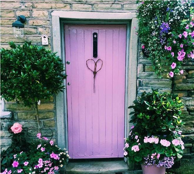 Ngây ngất với những ngôi nhà có khung cửa rộn ràng hoa lá đón xuân về - Ảnh 6.