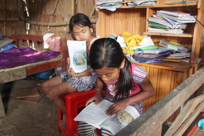 Cả 3 chị em đều rất ham học nhưng không đủ điều kiện để tiếp tục đến trường.