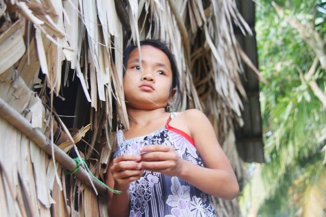 Bố mẹ bỏ rơi, 3 bé gái đi bán vé số mỗi ngày với ước mơ được tiếp tục đến trường - Ảnh 9.