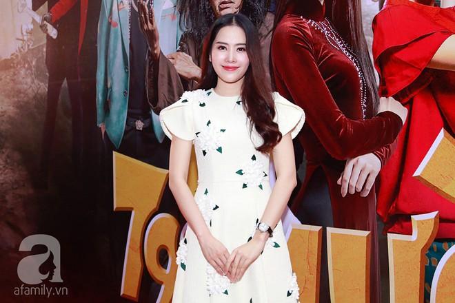 Đôi công chúa nhà Dustin Nguyễn đáng yêu hết mực bên bố mẹ trong họp báo - Ảnh 4.