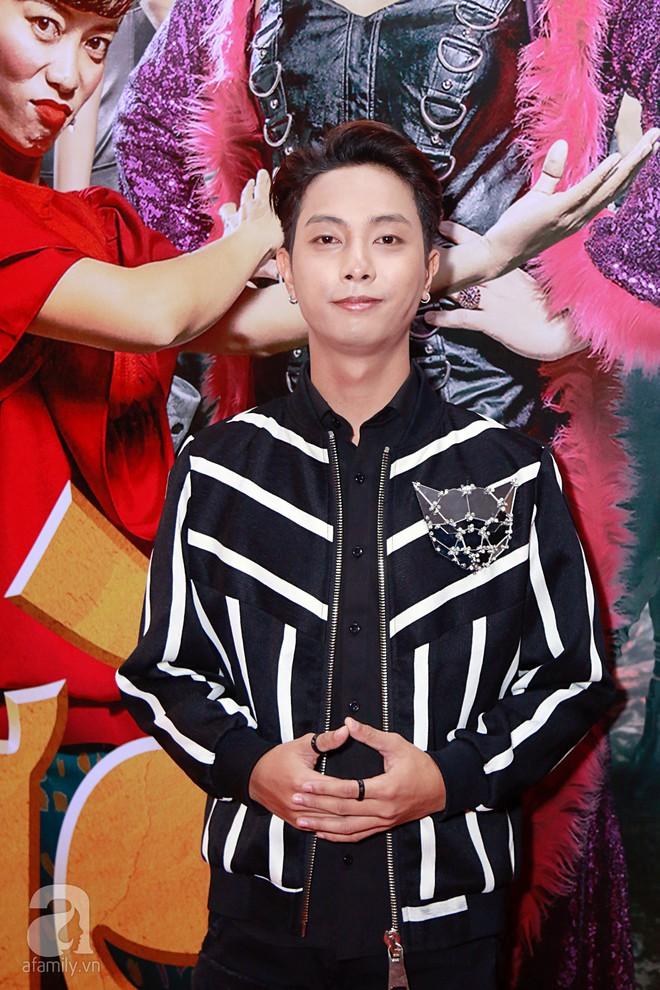 Đôi công chúa nhà Dustin Nguyễn đáng yêu hết mực bên bố mẹ trong họp báo - Ảnh 5.