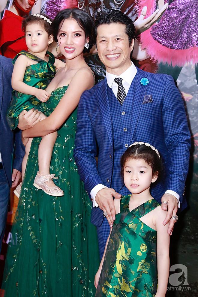 Đôi công chúa nhà Dustin Nguyễn đáng yêu hết mực bên bố mẹ trong họp báo - Ảnh 2.