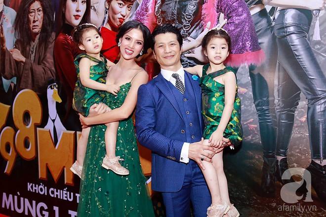 Đôi công chúa nhà Dustin Nguyễn đáng yêu hết mực bên bố mẹ trong họp báo - Ảnh 3.