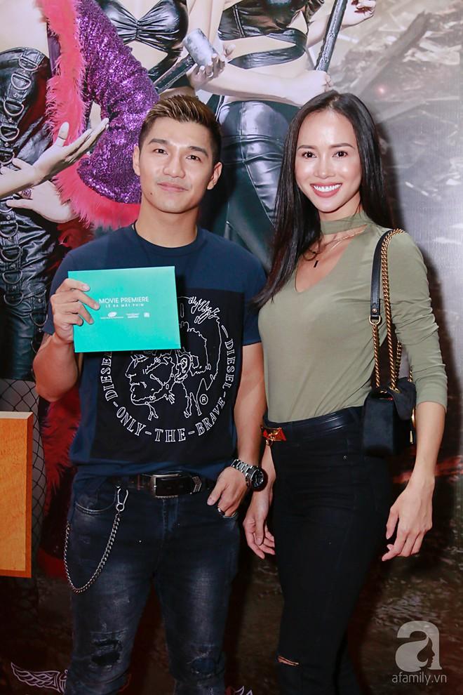 Đôi công chúa nhà Dustin Nguyễn đáng yêu hết mực bên bố mẹ trong họp báo - Ảnh 10.