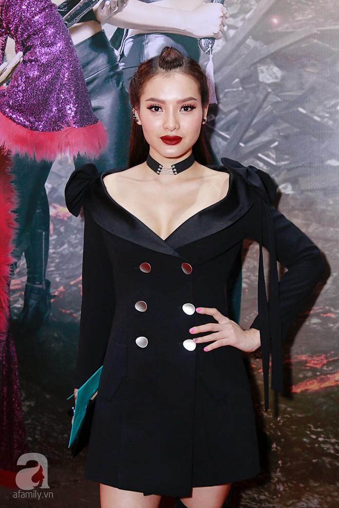 Đôi công chúa nhà Dustin Nguyễn đáng yêu hết mực bên bố mẹ trong họp báo - Ảnh 11.