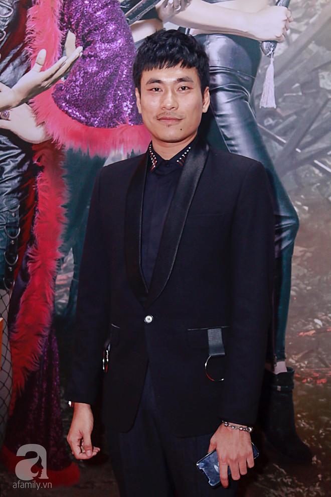 Đôi công chúa nhà Dustin Nguyễn đáng yêu hết mực bên bố mẹ trong họp báo - Ảnh 12.