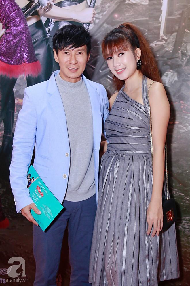 Đôi công chúa nhà Dustin Nguyễn đáng yêu hết mực bên bố mẹ trong họp báo - Ảnh 14.