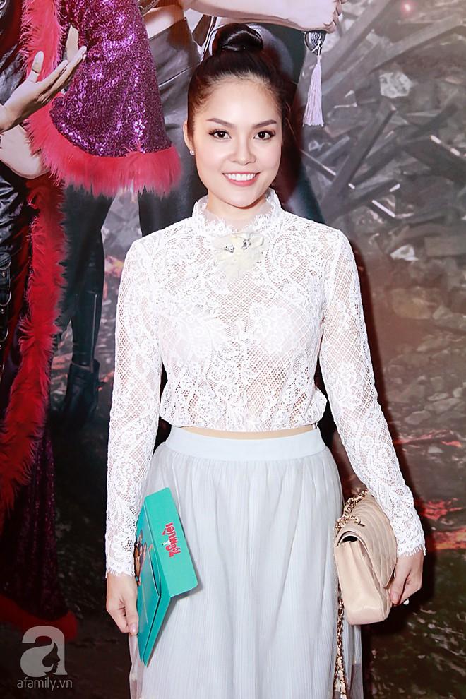 Đôi công chúa nhà Dustin Nguyễn đáng yêu hết mực bên bố mẹ trong họp báo - Ảnh 18.