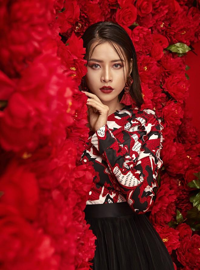 Chi Pu đẹp rực rỡ trong bộ ảnh chào 2018, khẳng định sẽ tăng tốc làm diễn viên - ca sĩ - Ảnh 4.