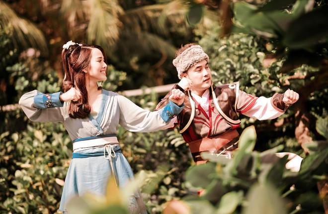 Ưng Hoàng Phúc và vợ gây thích thú khi hóa... Quách Tĩnh - Hoàng Dung trong bộ ảnh cổ trang - Ảnh 1.