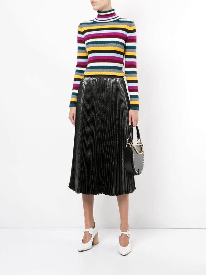Khắp các thương hiệu thời trang, từ bình dân đến cao cấp đều đăng lăng xê kiểu áo len màu sắc này  - Ảnh 7.